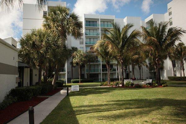 The Avalon Apartments Hollywood Fl